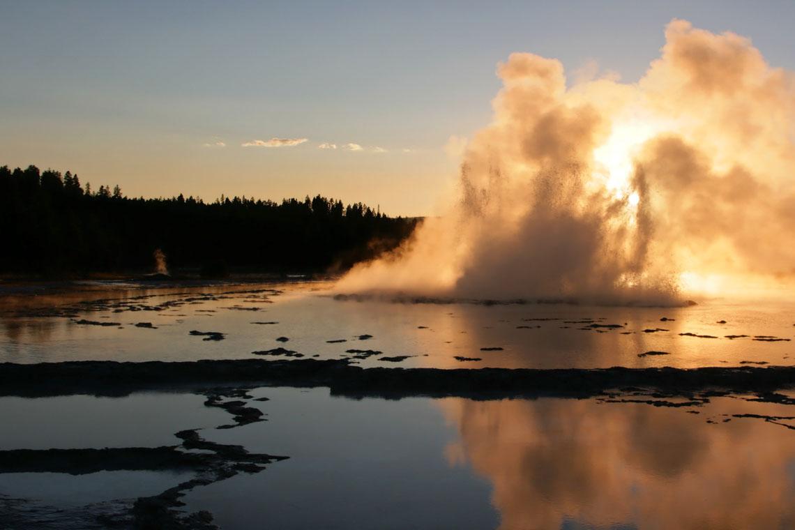 Great_Fountain_Geyser_Sunset