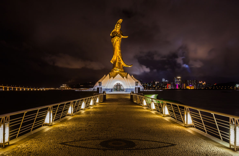 Estatua_de_Guan_Yin_Macao_2013-08-08_DD_08