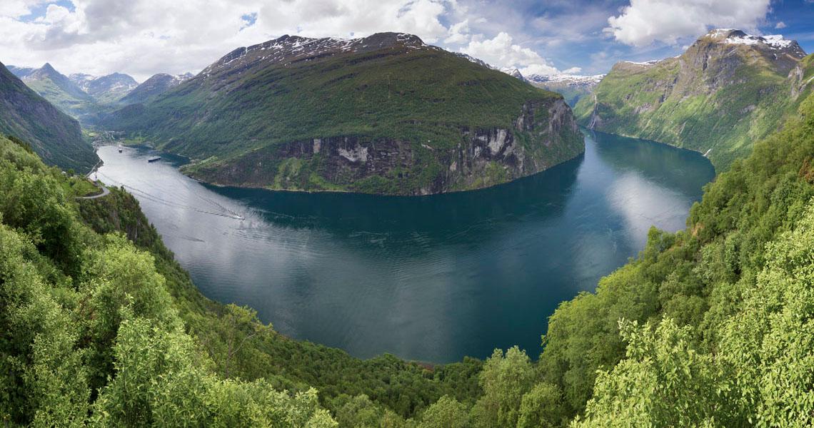 Geirangerfjord_from_rnesvingen