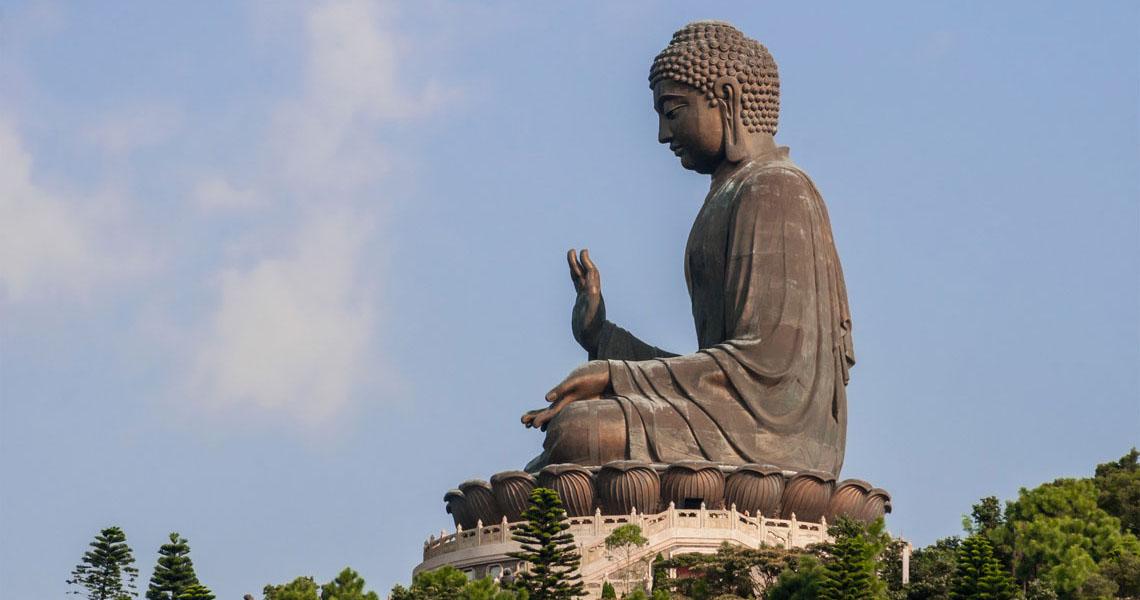 Tian_Tan_Buddha_by_Beria